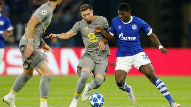 [0-0] Schalke 04-FC Porto: Alex Telles falha grande penalidade