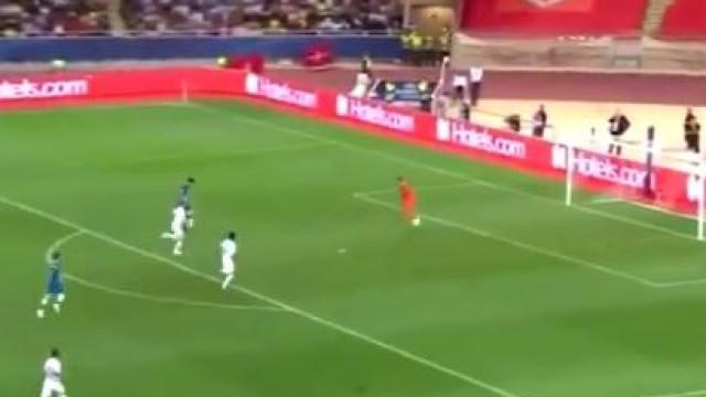 Diego Costa concluiu jogada com cinco passes ao primeiro toque