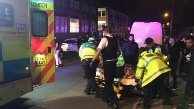 Três feridos após atropelamento no exterior de mesquita em Londres