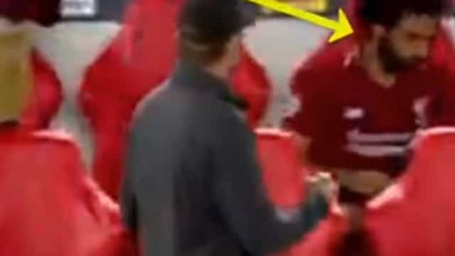Ver para crer: Comportamento inexplicável de Salah após o golo de Firmino