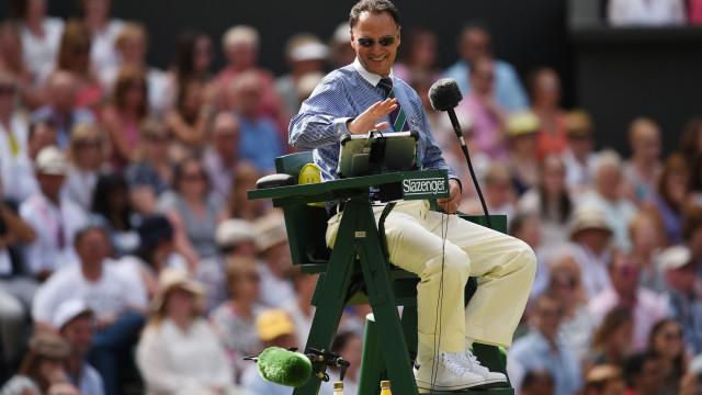 Árbitro suspenso por dois torneios após conversa 'estranha' em court