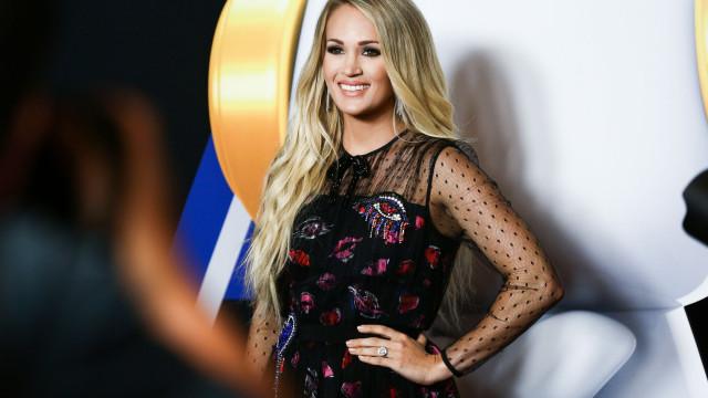 'Barriguinha' de grávida de Carrie Underwood não passa despercebida