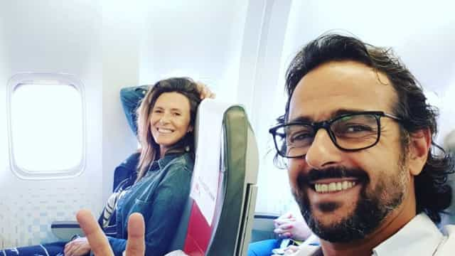 Sofia Cerveira e Gonçalo Diniz apaixonados em local paradisíaco