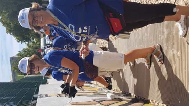 Seniores limpam escola e praia em Cascais