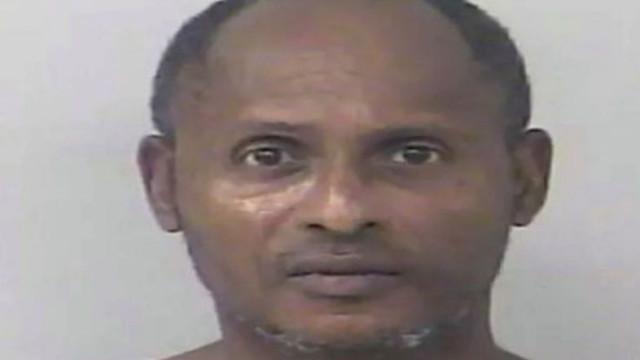Pai detido por levar filho e namorada para parque para fazerem sexo