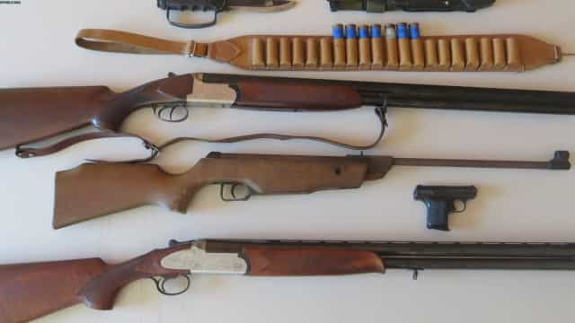 Detido por ameaçar ex-mulher com armas de fogo