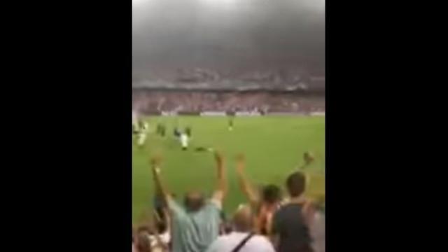 Cristiano Ronaldo foi expulso e as bancadas reagiram assim...