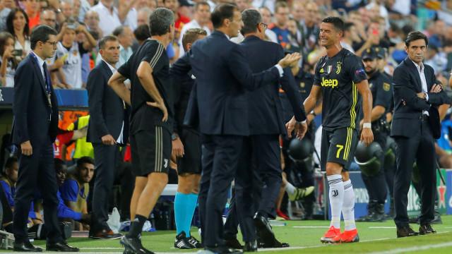 """Massimiliano Allegri: """"O Ronaldo precisou do video-árbitro"""""""