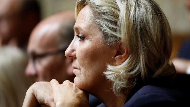 """Juiz ordena exame psiquiátrico a Marine Le Pen """"no mais breve prazo"""""""