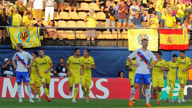 Carlos Bacca abre a fase de grupos da Liga Europa com um golo sensacional
