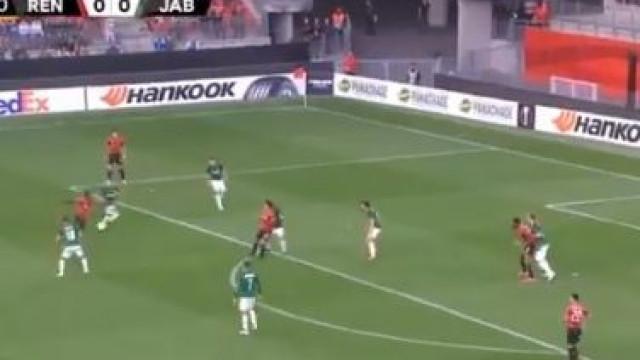 Rennes adiantou-se no marcador com uma bomba de Sarr