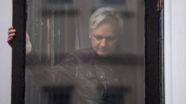 """Nasce agora """"a última geração livre"""", disse Assange antes de 'blackout'"""
