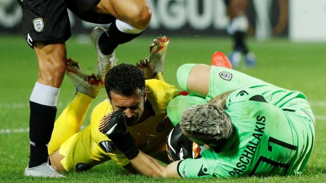Choque de Pedro com guardião do PAOK deixou espanhol maltratado