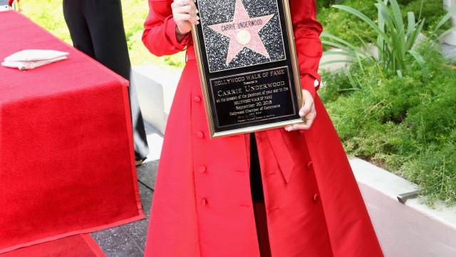 Carrie Underwood conquista estrela no Passeio da Fama