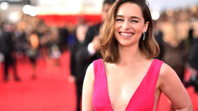 Emilia Clarke homenageia os seus 'bebés dragões' da melhor maneira
