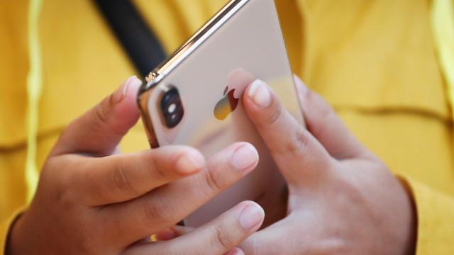 Apple volta a cortar produção dos novos iPhones