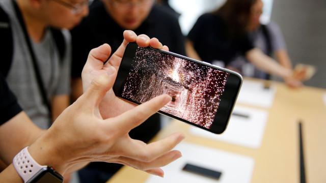 Apple voltou a vender modelos antigos do iPhone na Alemanha