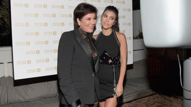 Kourtney Kardashian recorda traição da mãe com jogador de futebol
