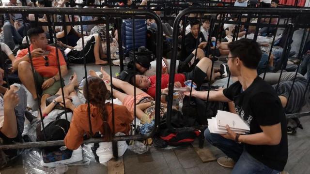 Em fila de espera, Huawei ataca 'calcanhar de Aquiles' dos novos iPhones