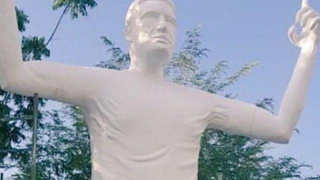 Espante-se: Esta estátua é de… Radamel Falcao