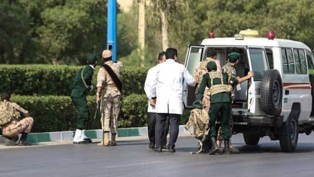 Ataque durante desfile militar no Irão provoca vários mortos e feridos