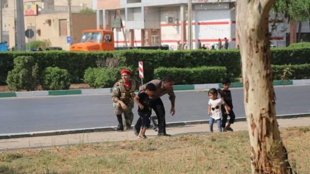 Vários mortos e 20 feridos em atentado durante parada militar no Irão