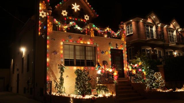 Jovens destruíram decorações de Natal antecipado para menino com cancro