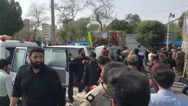 Número de mortos sobe para 24 em ataque a desfile militar no Irão