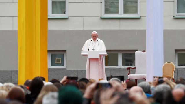 Papa reconhece oito bispos nomeados pelo regime chinês