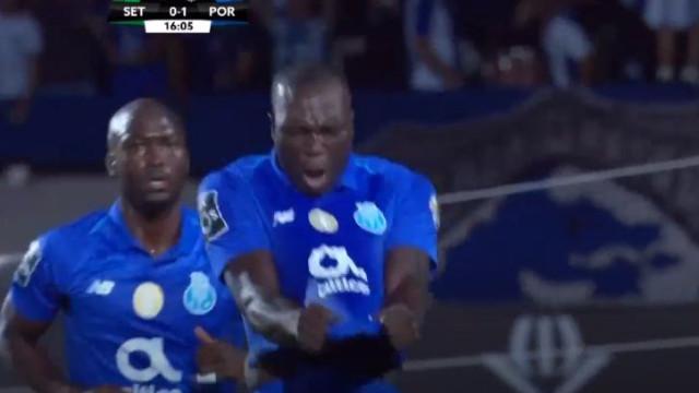 Sentido de oportunidade de Aboubakar coloca o FC Porto na frente