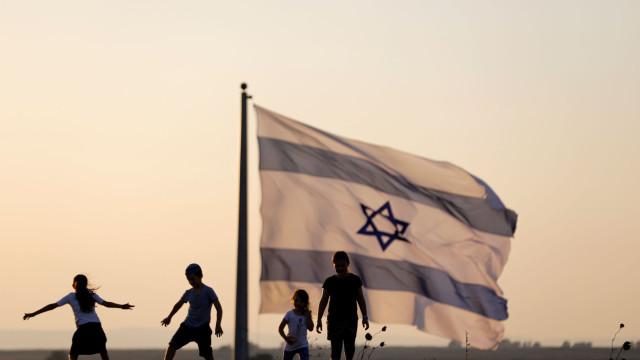 Israel ordena que aldeões beduínos desmantelem as suas próprias casas