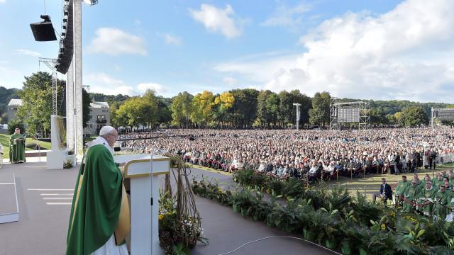 Papa preocupado com o reaparecimento de sentimentos antissemitas