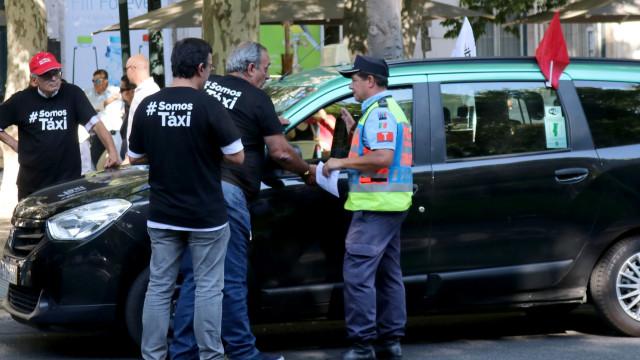Taxistas de outras cidades começaram a juntar-se ao protesto em Lisboa