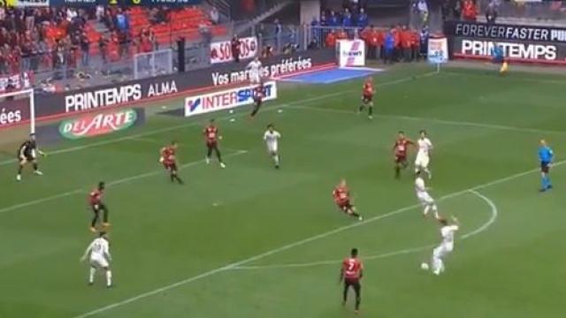 Di Maria marca golaço diante do Rennes após simulação perfeita de Cavani