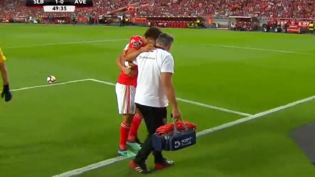 João Félix saiu lesionado e a Luz levantou-se para o aplaudir