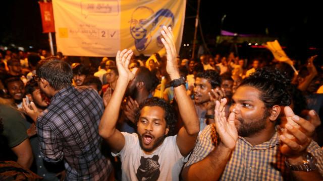 Candidato da oposição nas Maldivas reivindica vitória nas eleições
