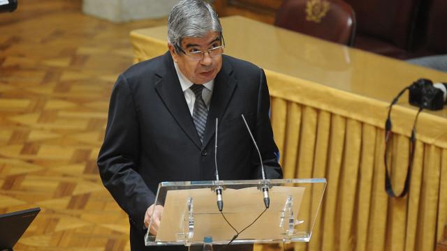 """Ferro Rodrigues """"oferece"""" diálogo da AR para discutir soluções na Justiça"""