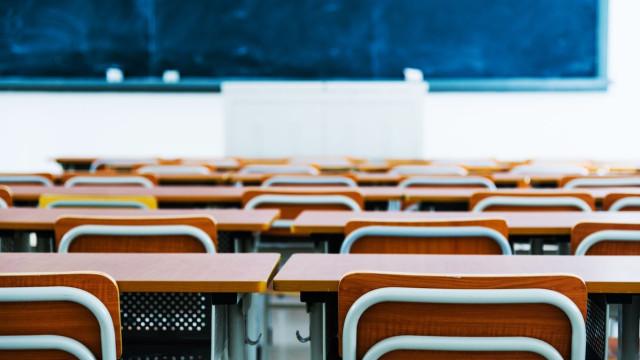 Governo atribui 10 mil euros às 20 escolas que mais reutilizem manuais