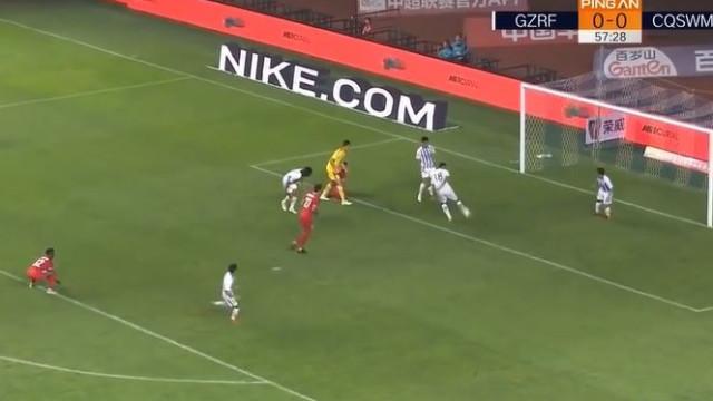 Da China chega-nos um dos autogolos mais insólitos da história do futebol