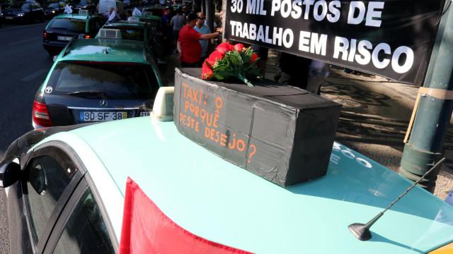 """Protesto dos taxistas prossegue após """"manobra de diversão"""" governamental"""