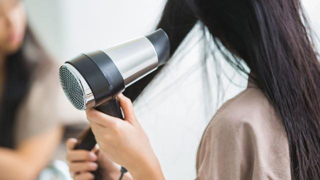 """Atenção, a estes secadores de cabelo. """"São perigosos"""", avisa a DECO"""