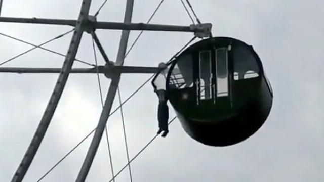 Menino fica pendurado fora de roda gigante a 40 metros do chão