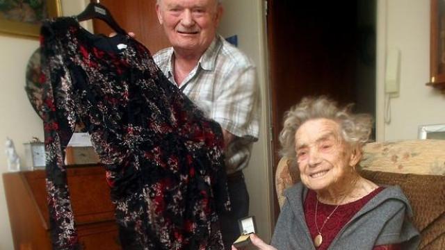 """Aos 100 anos, vai casar antes que seja """"tarde demais"""""""