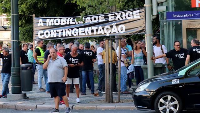 Taxistas aguardam debate parlamentar para tomarem decisões