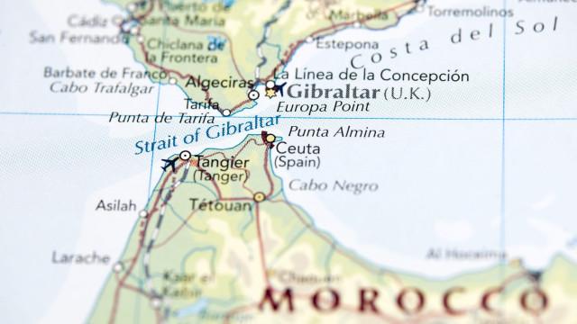 Detidos 25 migrantes em Gibraltar, sete em Alicante e 17 em Ceuta