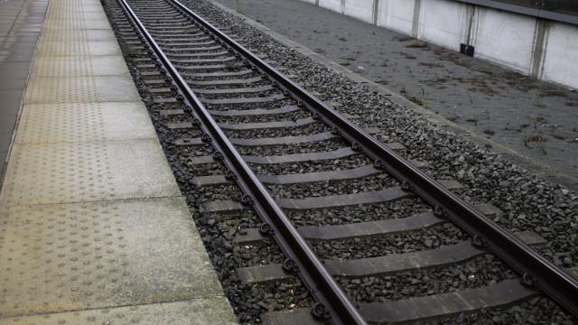Duas jovens feridas a tirar fotos junto à linha do comboio em Faro