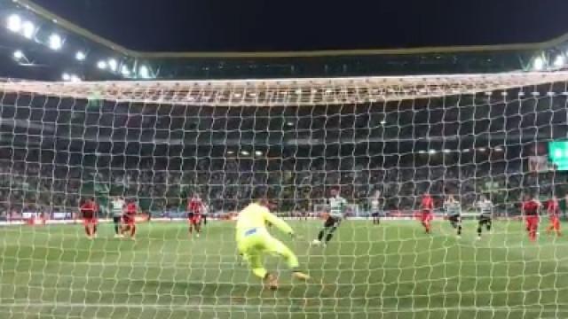 Bruno Fernandes marca o primeiro do Sporting de grande penalidade