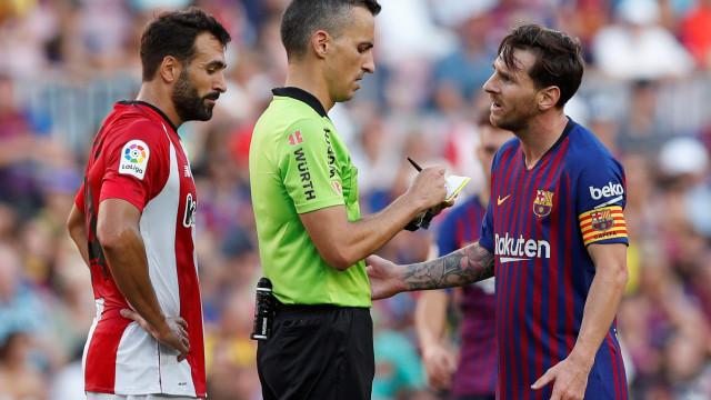 """As palavras que valeram cartão amarelo a Messi: """"Estás a ameaçar-me"""""""