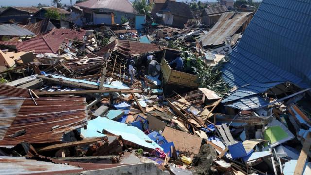 Número de vítimas mortais na Indonésia volta a subir. São já 832