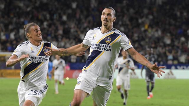 Ibrahimovic continua no LA Galaxy com contrato melhorado